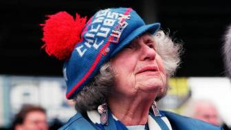 old_lady-cubs-fans
